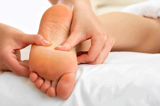 pregnancy-foot-massage